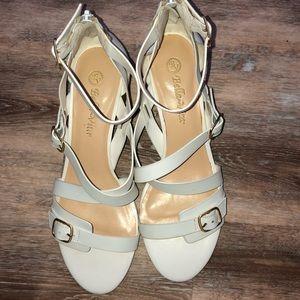 NWOT! Bella Vita white sandals heels Size 8 1/2